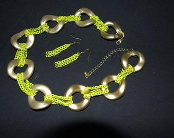 VINTAGE - RETRO Chunky Gold Lucite or Plastic & Fluorescent Yellow Metal Chain Necklace with Earring Set