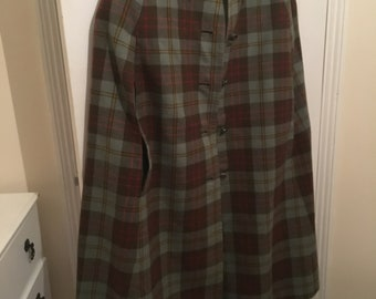 Reversible vintage cape, green check one side and plain green on the other side, medium size, will add elegance to any wardrobe