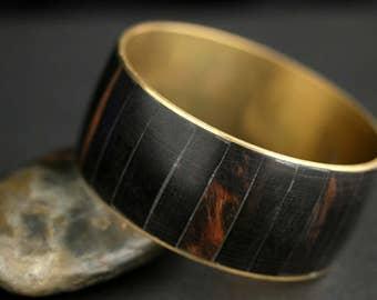 Brass and Wood Bangle Bracelet. Vintage Bangle Bracelet. Black and Gold Bracelet. Thick Bangle. Vintage Bracelet.