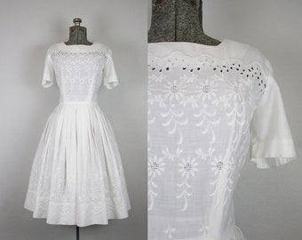 1960's White Cotton Day Dress with Floral Embroidery / Size Small