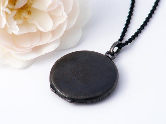 Victorian Locket | Black Antique Locket, 2x Gold Photo Frames | Round Gunmetal Black Locket | Minimal Design - 20 Inch Matte Black Chain