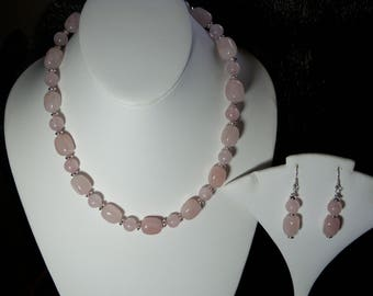 A Beautiful Rose Quartz Necklace and Earrings. (2017205)