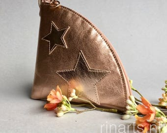 Zipper pouch / triangle zipper purse  QUARTER L  in rose gold lambskin, decorated with rose gold stars. Travel pouch. Cosmetic pouch