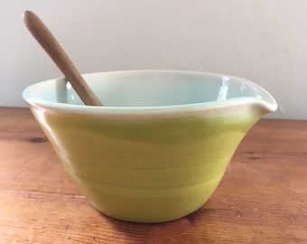 Small pouring, mixing, batter bowl