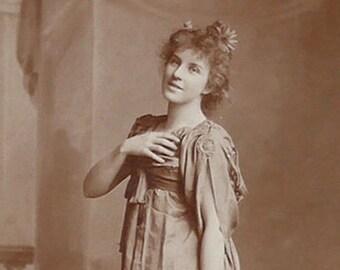 Flora Macdonald, Opera singer, D'Oyly Carte Opera Company, cabinet card, antique.  In costume. Lafayette, London, Glasgow etc. 1896-1900.