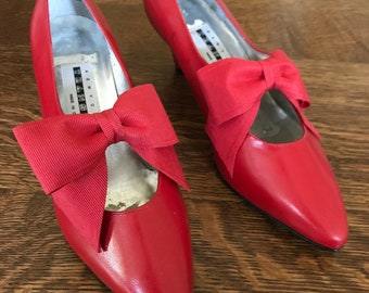 "UNWORN Vintage Red Leather Pointed Toe Heels Pumps with Ribbon // Original Box Included // ""New York Transit"" Label // 1990's 90s Fashion"