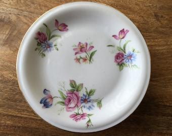 A dessert plates.