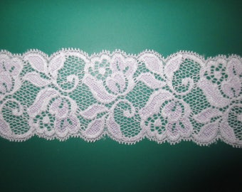 Coupon of lace from calais fancy lycra collar. Lilac