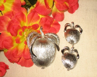 Sarah Coventry Adam's Delight Brooch Pendant Clip Earrings Set, Silver Tone, Stamped