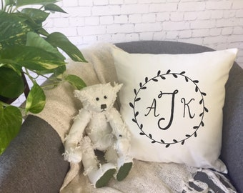 monogram wreath throw pillow, floral wreath pillow, personalized decorative throw pillow cover, baby shower gift, monogram wreath pillow