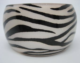 Vintage acrylic/resin animal zebra print bangle bracelet.