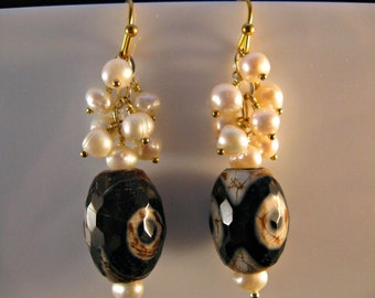 Fresh Water Pearl Agate and Gold Earrings, drop earrings, dangle earrings, cluster earrings, pearl earrings, gold earrings, drop,dangle,gold