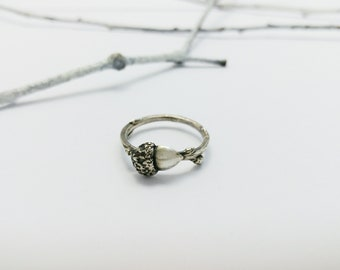 Silver Twig and Acorn ring, Sterling silver, Botanical ring, Nature ring, Woodland jewelry, Acorn Jewelry, Oak Tree, Handmade, Minimalist