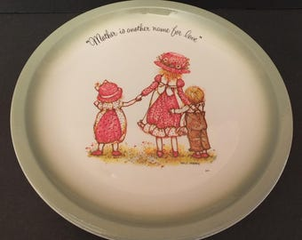 """1972 Holly Hobbie """"Mother Is Another Name For Love""""  Collectors Plate"""