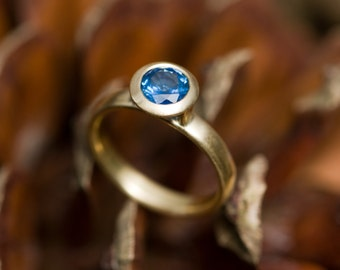 18k Gold Blue Sapphire Ring - Blue Sapphire Engagement Ring - Solitaire Blue Sapphire Set in 18k Gold - Made to order -FREE SHIPPING