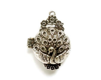 1 Antique Silver Peacock Locket With Hinged Lid - 22-8-3