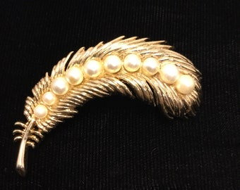 CROWN TRIFARI Plume Brooch
