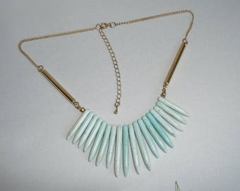 Vintage Retro 1970's Turquoise Coloured Hardstone / Agate Cleopatra Style Bibb Necklace