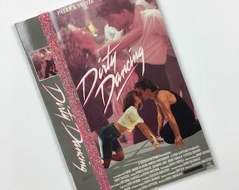 DIRTY DANCING pour ordinateur portable. Dirty Dancing VHS. upcycled Vhs film. Carnet du film. Livre à la main. Dirty Dancing livre