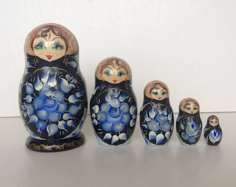 Russian Nesting Dolls Matryoshka, Babushka doll, 5 pieces. Handpainted, wooden, lovely faces, black blue white gold