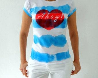 Hand-Dye blau gestreiften Ahoy Abschlag, nautische Damen-T-Shirt, Hand Schablonen rotes Herz Größe M/L