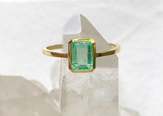 Untreated emerald green beryl and solid 18k gold ring