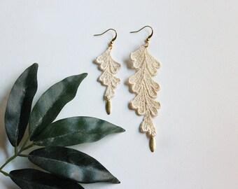 boho earrings // SIMONE // ivory lace earrings / asymmetrical earrings / modern earrings / long / dangle boho wedding earrings, mismatched