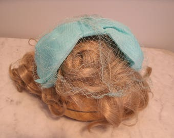 Bow hat with netting