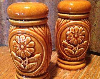 Vintage Ceramic Salt and Pepper Shaker 1960's Brown Flower, Japan