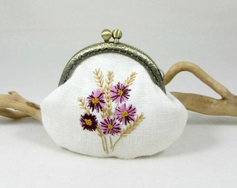 Hand embroidered coin purse, linen kiss lock purse, floral pouch, white linen purse, embroidery coin purse