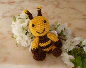 Honey Bee (11 cm) amigurumi crochet keychain