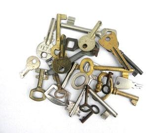 Set of 21 Vintage Keys, Old Skeleton Keys, 21 Beautiful Iron and Brass Keys, Metal Art, Gift for Him, Collectible Keys, Wedding Decorations