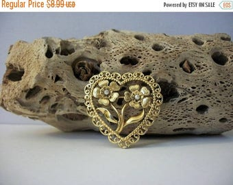 ON SALE Vintage Gold Tone Faux Pearl Heart Metal Pin 82917