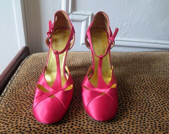 Miu Miu / Red Satin Shoes / Mary Jane Pumps / Stacked / Block Heels / Round Toe / DESIGNER Shoes / Stacked Heel / Made in Italy / Size 9