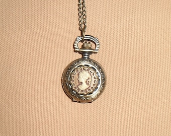Mini-Montres gusset and cameo