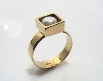 Engagement ring.Squaring the Round Pearl - engagement gold ring with white round pearl set in gold cube