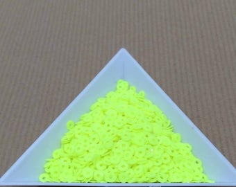 Glitter neon yellow 3 mm in bulk