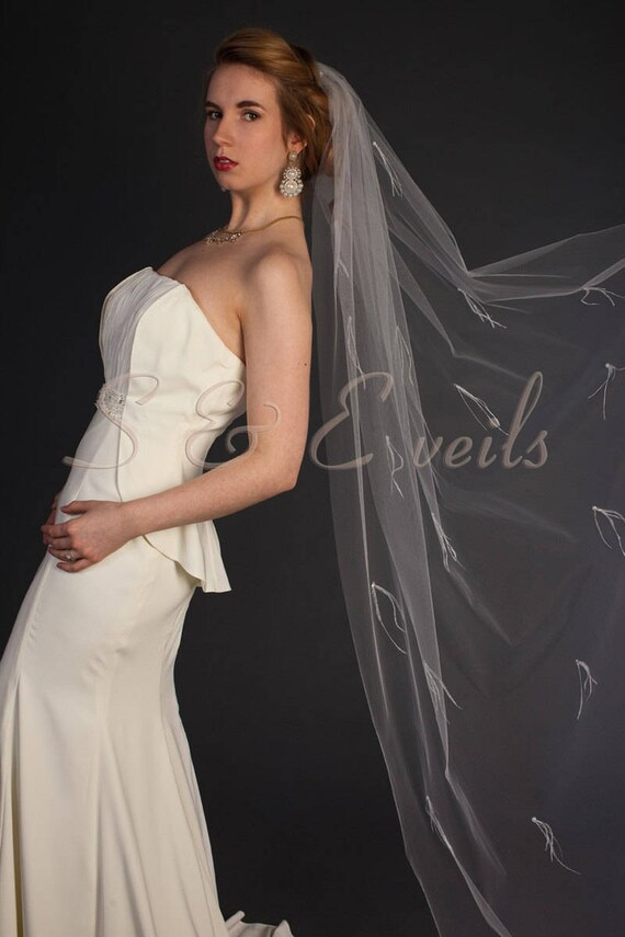 Cathedral veil with feathers and pearls