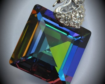 6414 Large Genuine Silver Plated Swarovski Crystal 25mm Green Sphinx Square Pendant