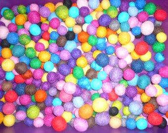 set of 25 felted wool, 15-23 mm in diameter multicolored beads, tassels, wool PomPoms, tassels wool