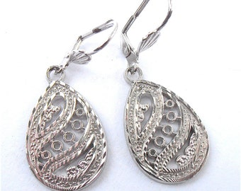 Vintage Teardrop Filigree Earrings Silver Tone Dangling Dangle Jewelry Costume Jewellry Lace Etch Egg Shape Engrave Texture Villacollezione