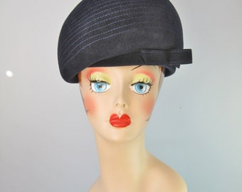 Black Helmet Style Hat / Vtg 50s / Sculptural Velour Hat / Tailored top stitched black helmet style hat