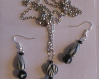 Black & White Necklace and Earrings Set