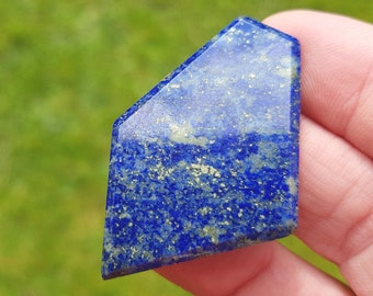 45mm Lapis Lazuli blue free form pentagon irregular faceted cabochon 45 by 30 by 3.5mm AAA Grade 43ct