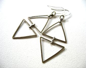 Boucles d'oreilles triangle, boucles d'oreilles Triangle, ferronnerie Chevron Drop boucles d'oreilles, bijoux de Triangle, Made in USA, création lumineuse