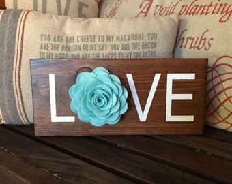 Love wood sign with felt flower