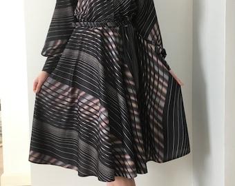 Midi Dress 70's 80's, Vintage Dress from 70', Long Sleeve Dress, BISHOP sleeve, Day dress with Belt, A-line Skirt, Travel Dress,Size L