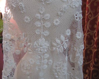 """1900, 34"""" across shoulders, white hand made Irish lace capelet"""