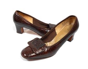 vintage 1960s brown reptile heels / Thos Cort Ltd. / pilgrim buckle shoes / animal print / women's vintage heels / size 6.5