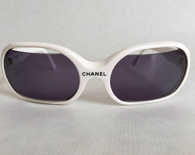 CHANEL 14273 C0200 Vintage Sunglasses New Old Stock including Case and Cloth